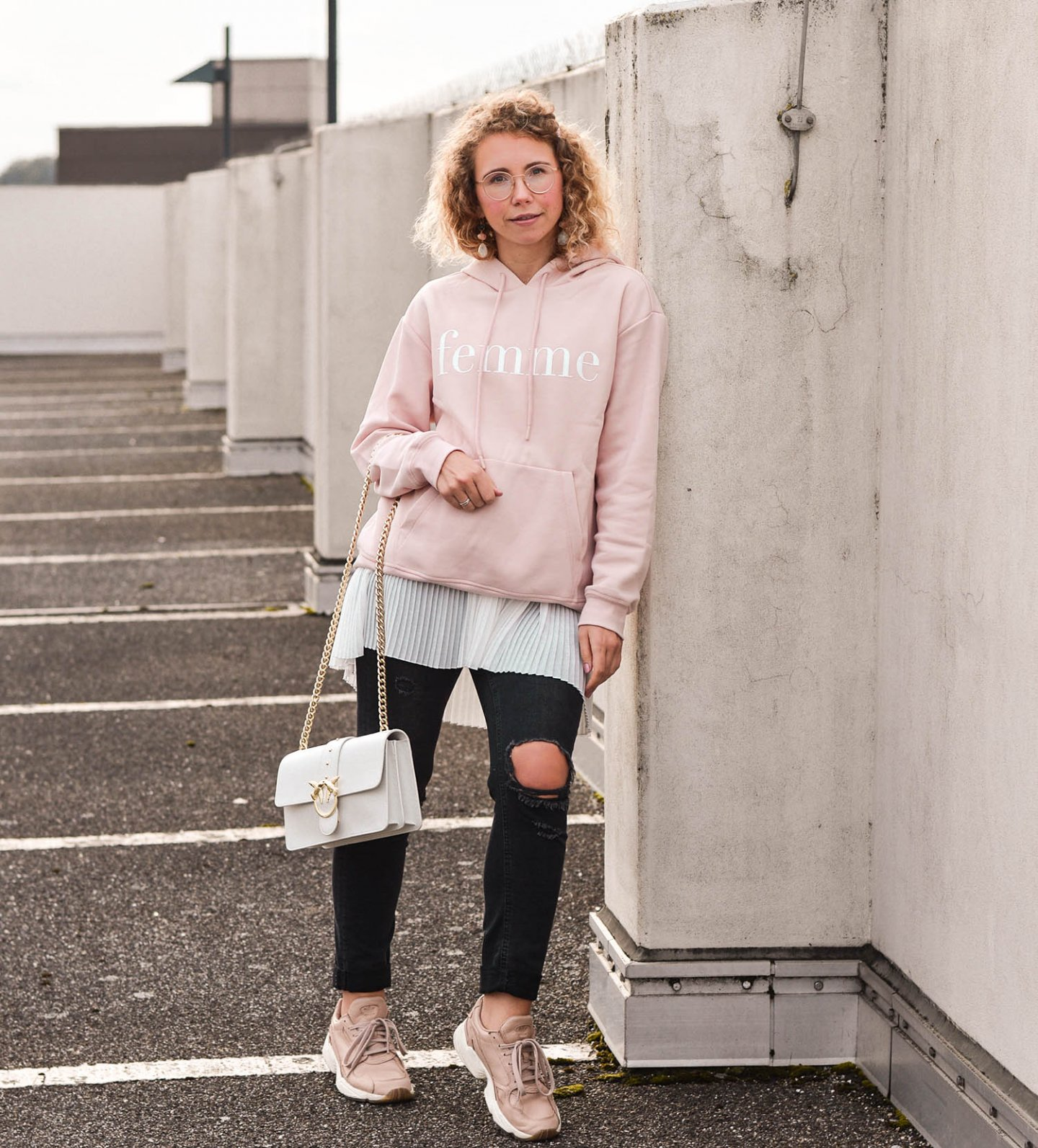 hoodie trend - outfit inspiration mit lagenlook