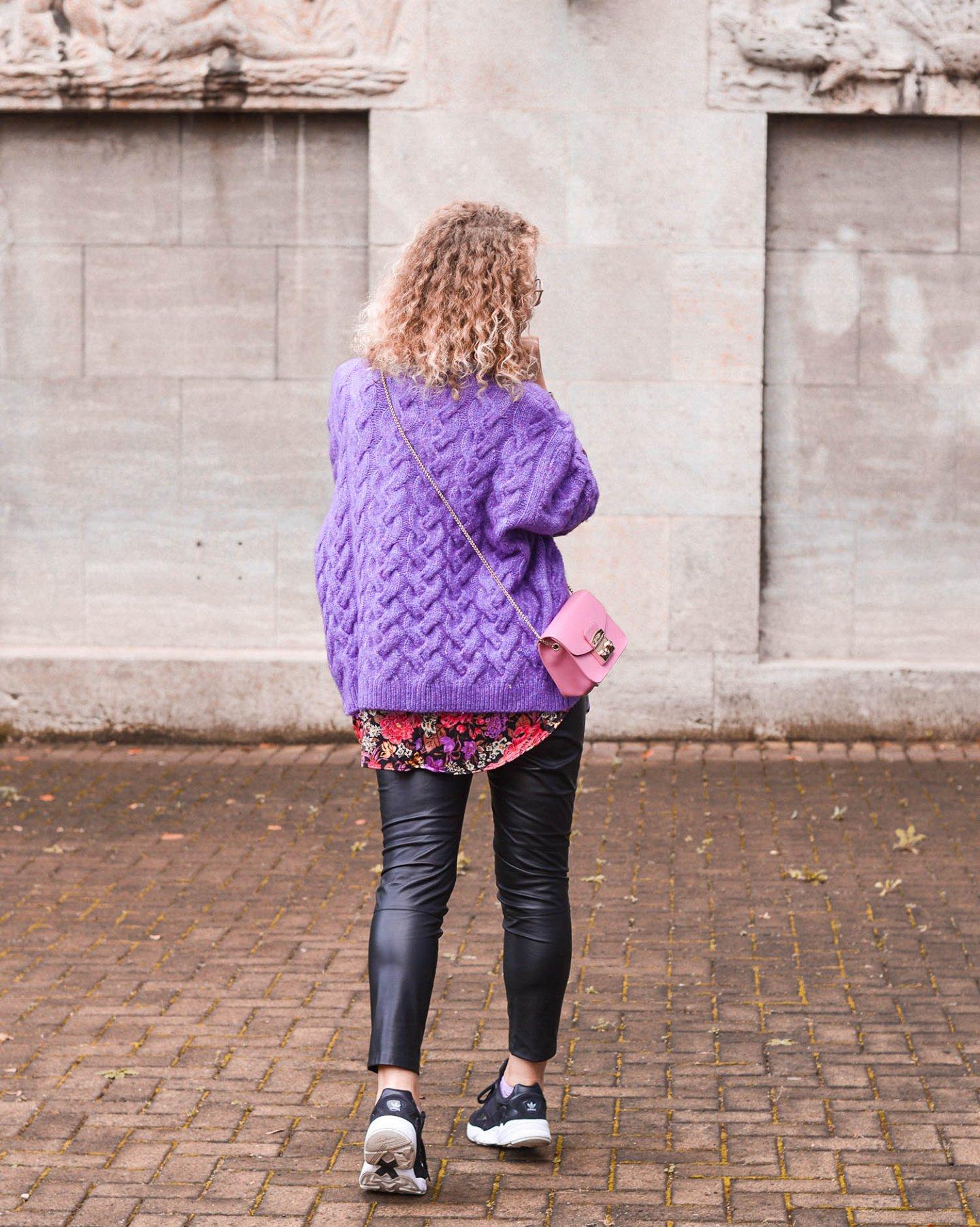 Herbstlook mit statement färbe lila und zara sweater