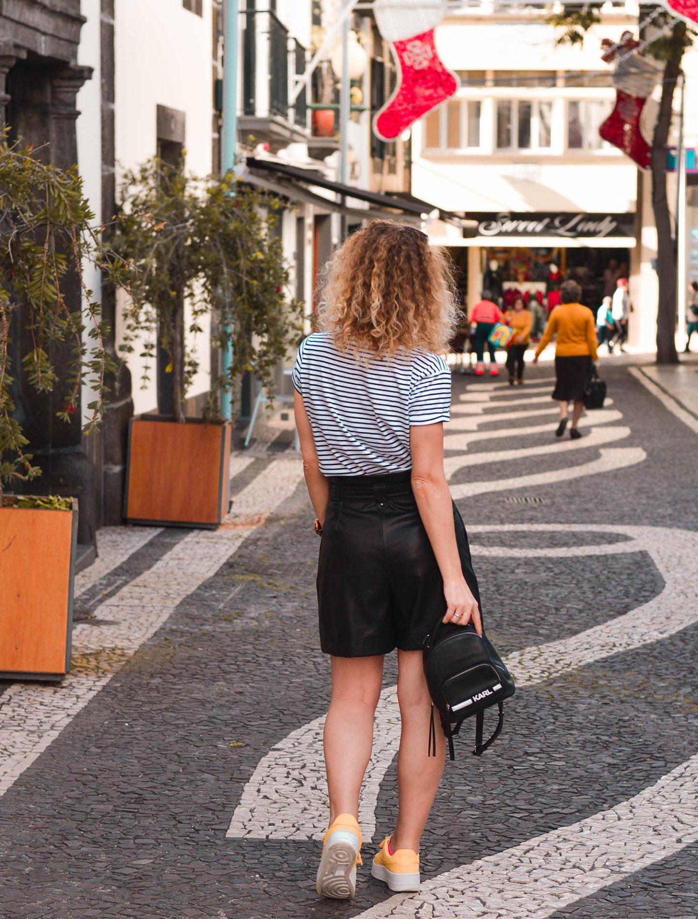 Streetstyle in den weihnachtlich dekorierten Straßen von Funchal