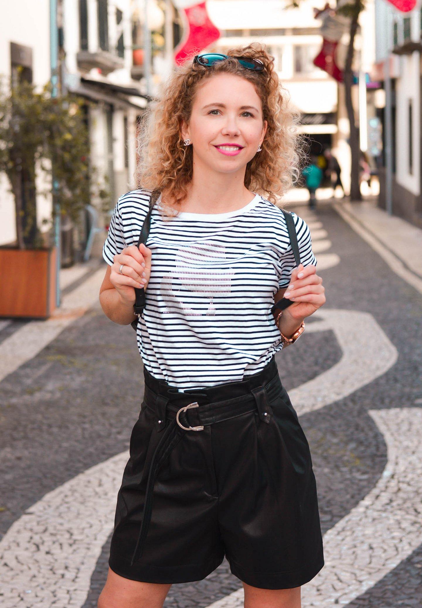 Lagerfeld Streifenshirt und Zara Ledershorts