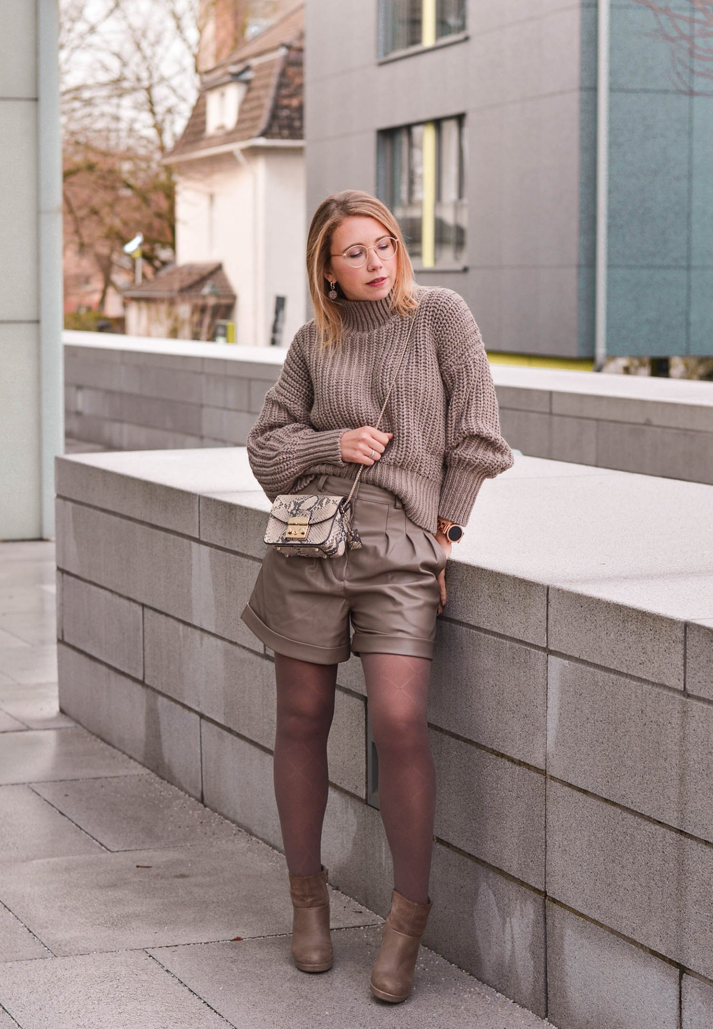 H&M Allover Outfit in Taupe