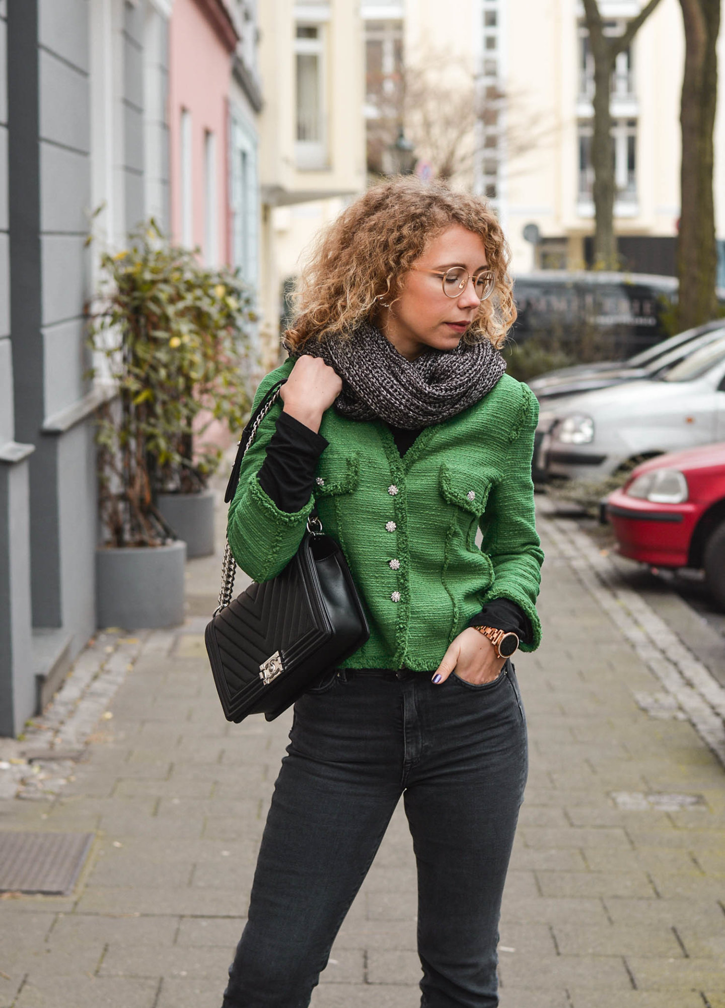 Zara Tweed-Blazer und Chanel Boy Bag