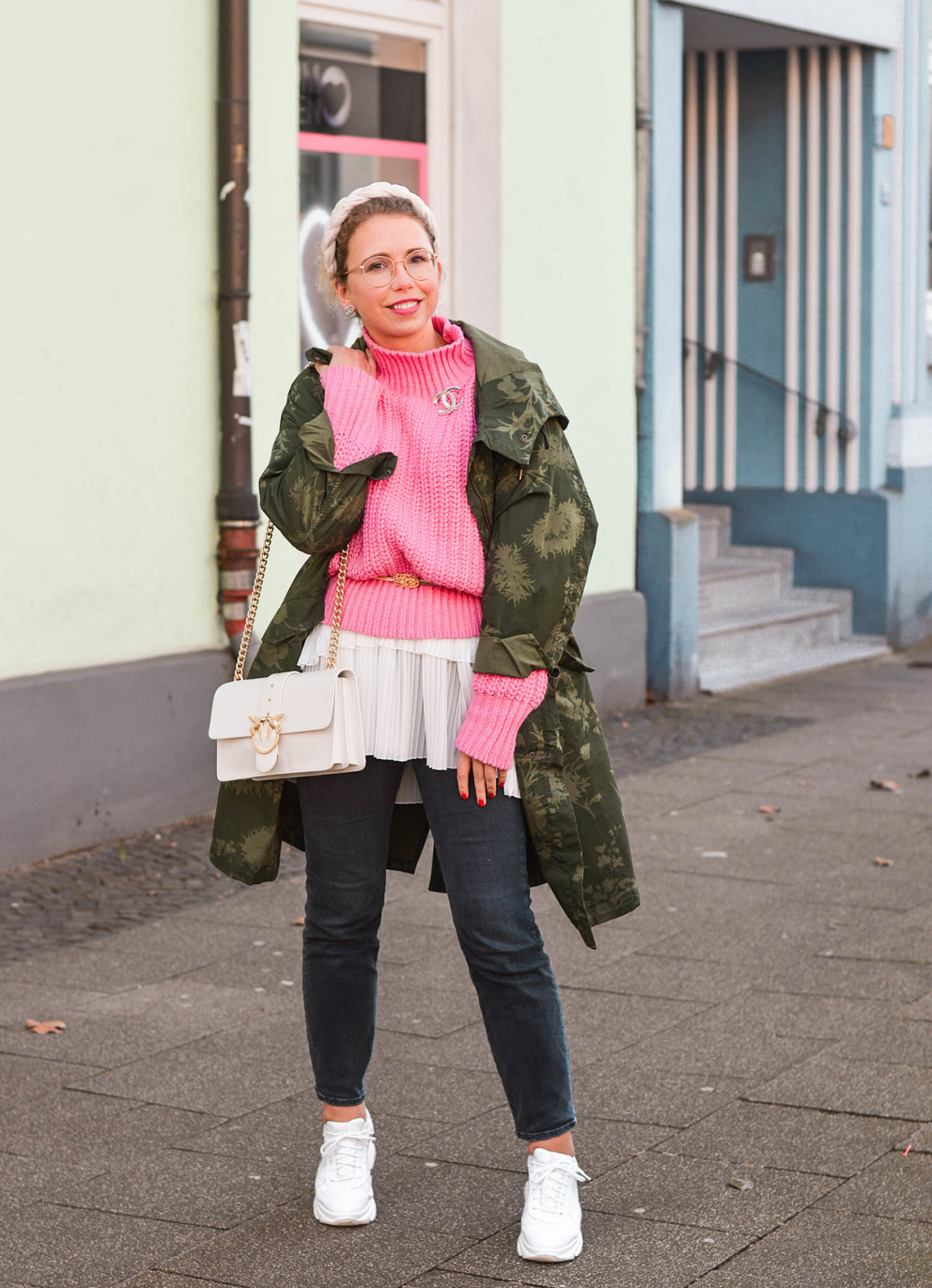 khaki meets pink outfit
