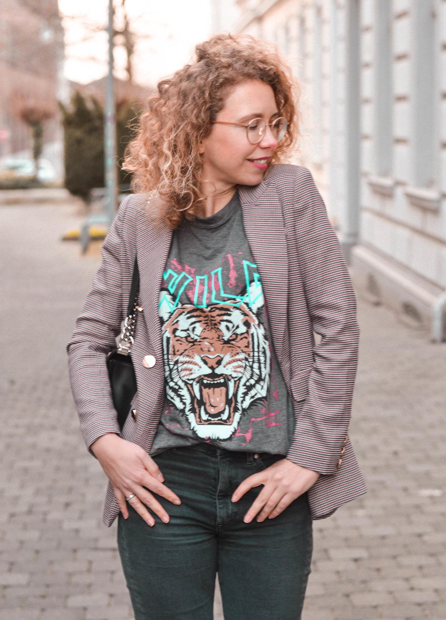 Band-Shirt im Stil von Anine Bing