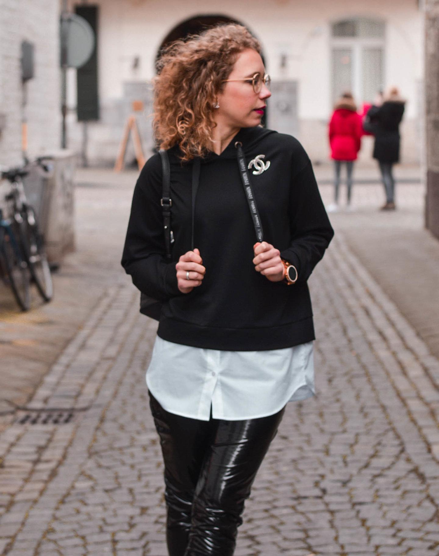fashion-hoodie und vinylhose