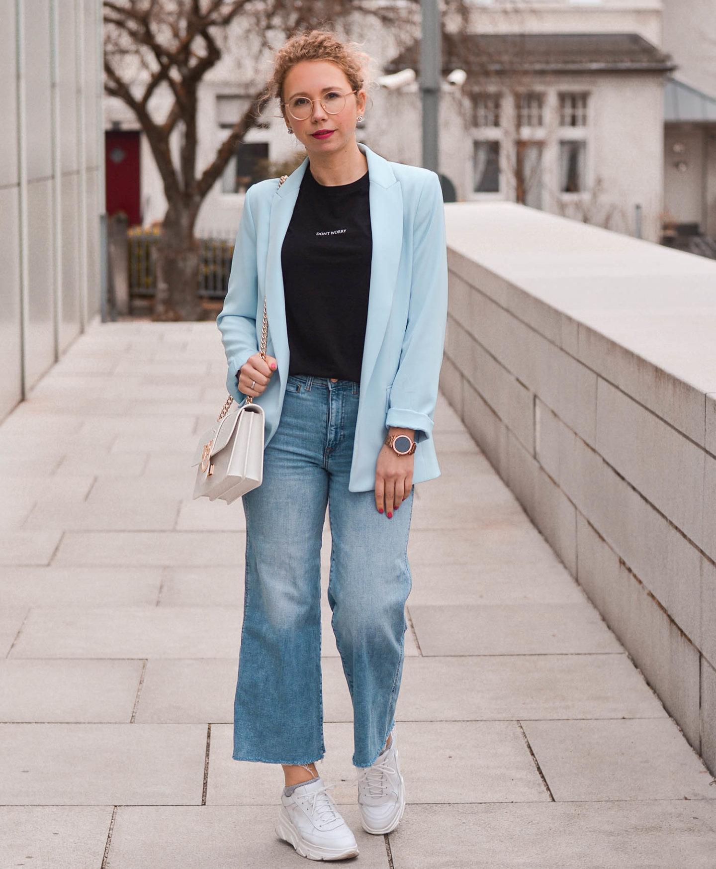Blazer, Statement Shirt und Jeans Culottes