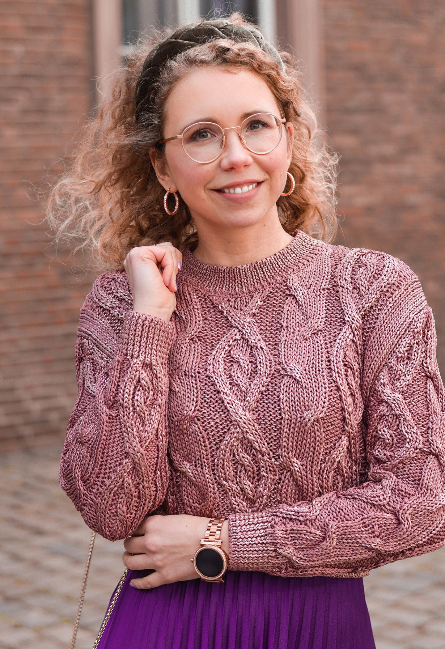 metallic cropped pullover, velvet hairband
