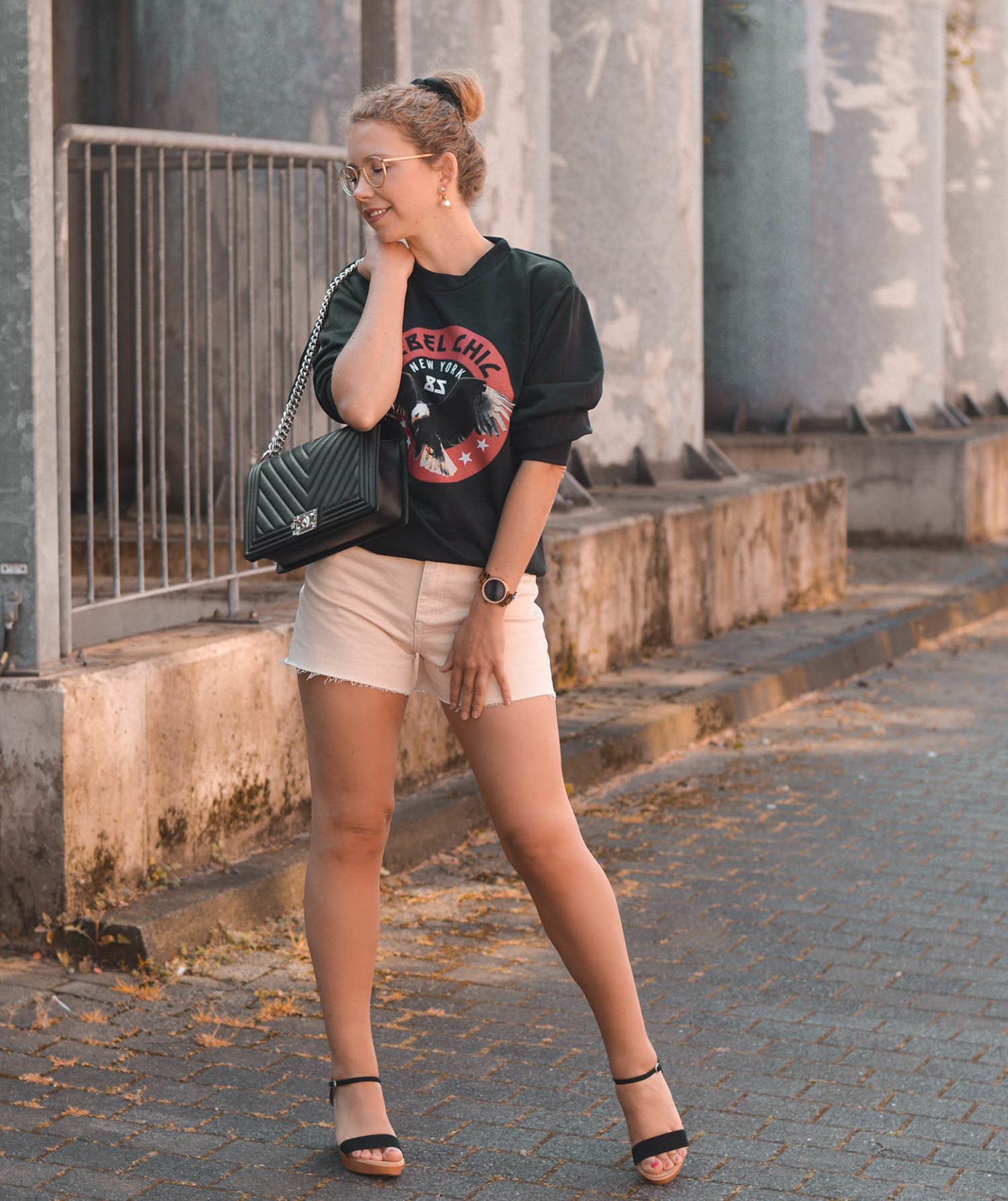 rebel chic - sweatshirt, shorts und Chanel