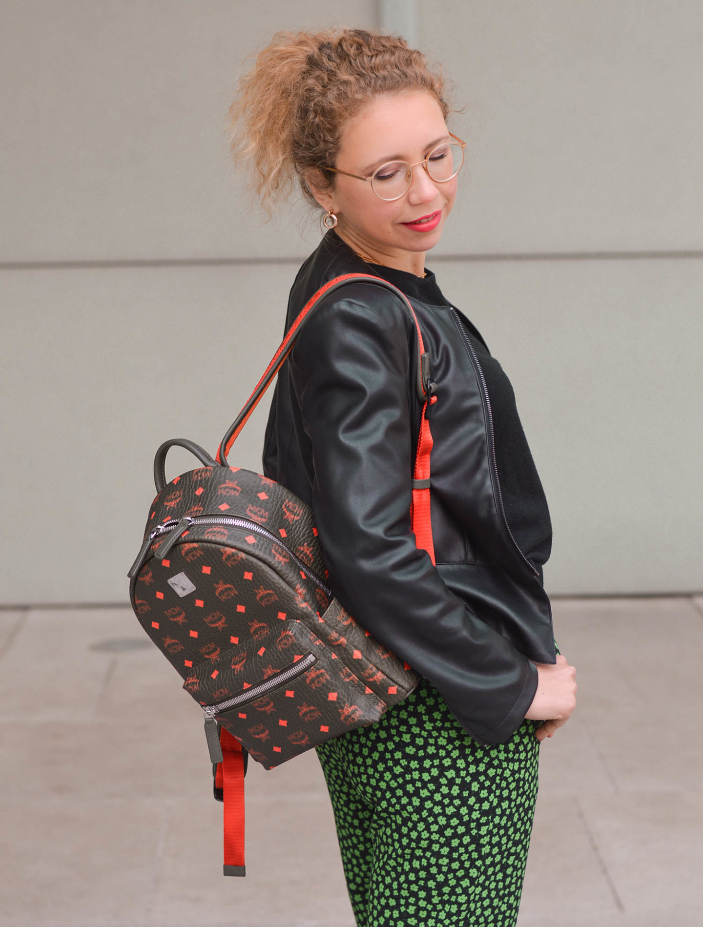 mcm rucksack und mustermix outfit