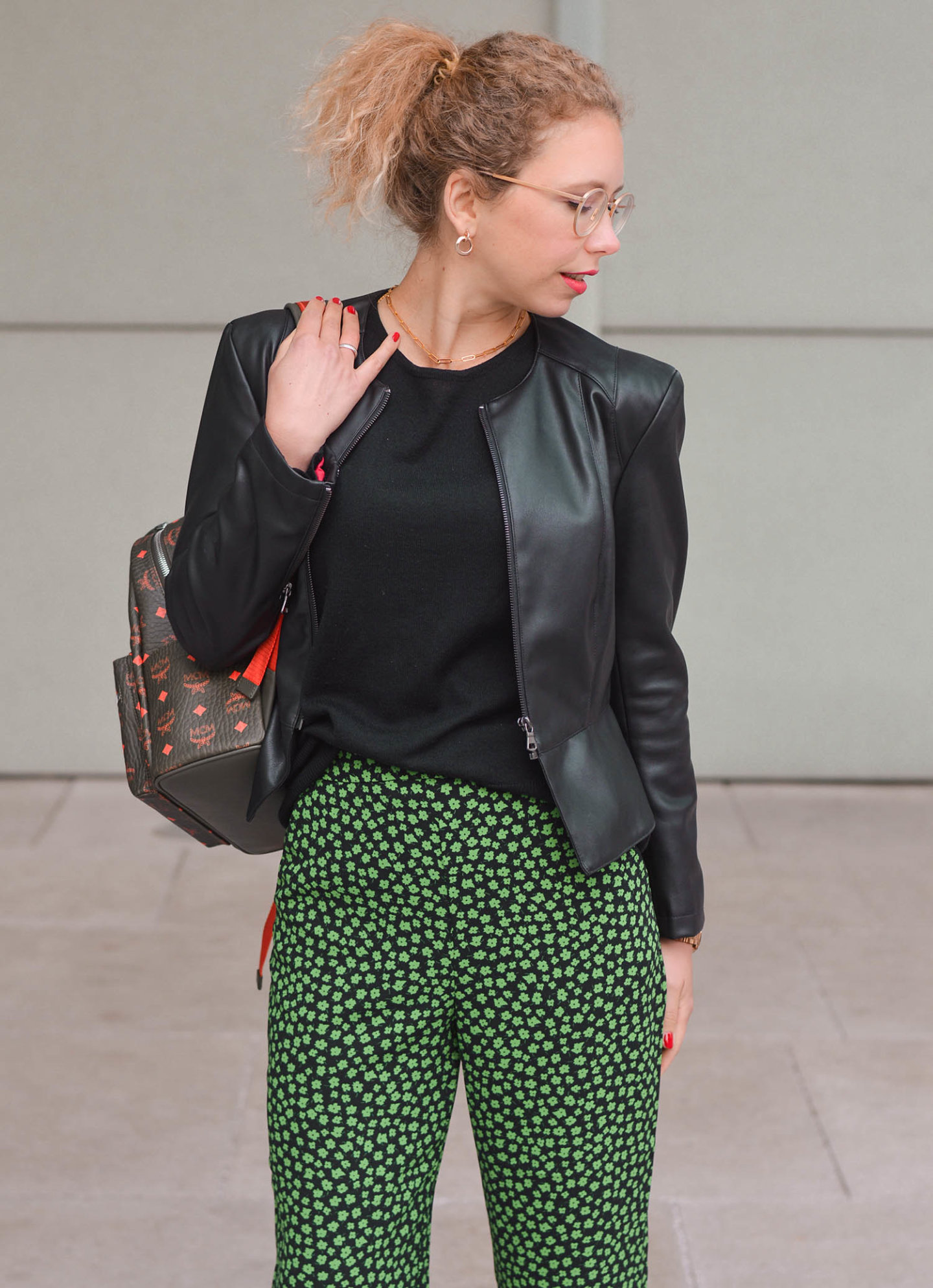 mustermix outfit mit mcm rucksack