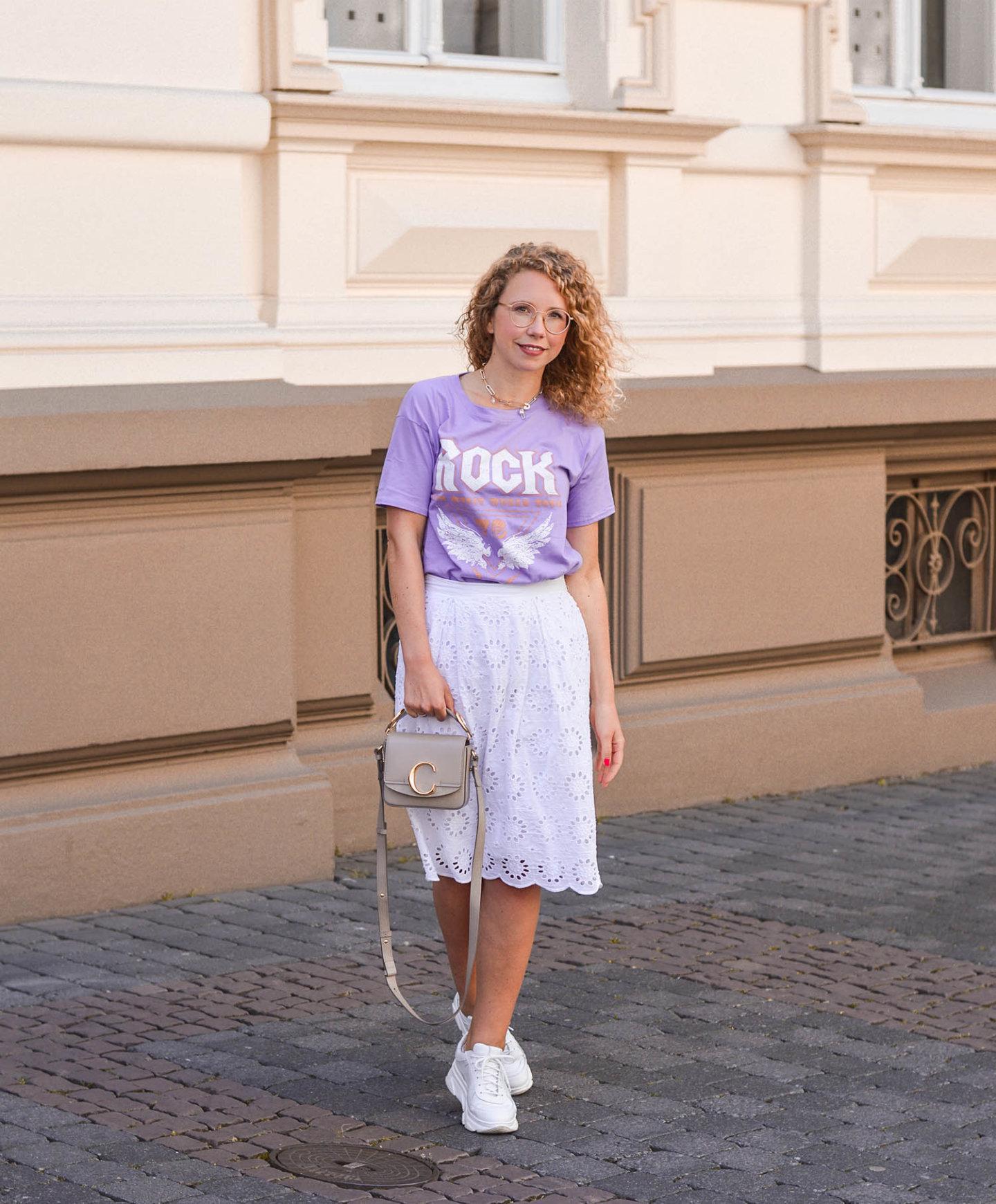 Trendfarbe lila mit Weiß und chloé Handtasche