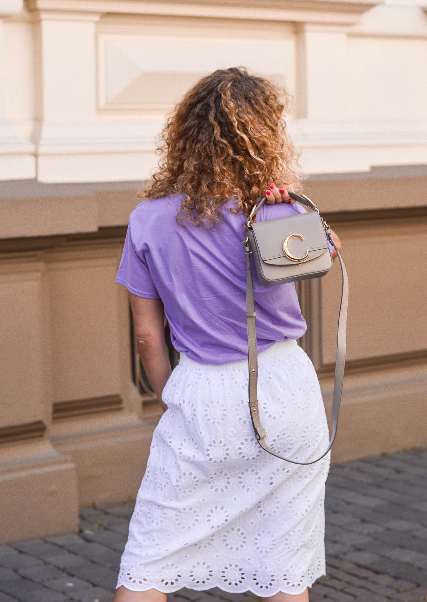 lilafarbenes shirt und schloé c-bag mini