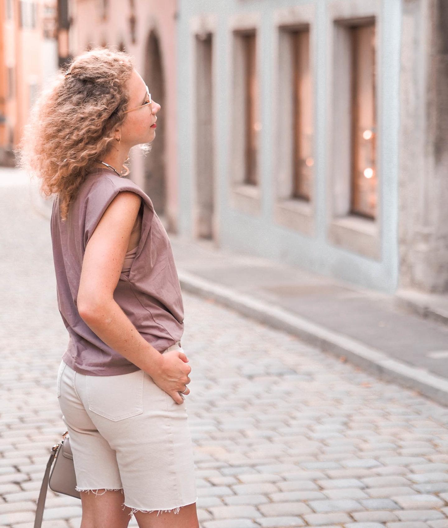 Beige, Taupe und Nerz: Erdtöne in Sommerlook
