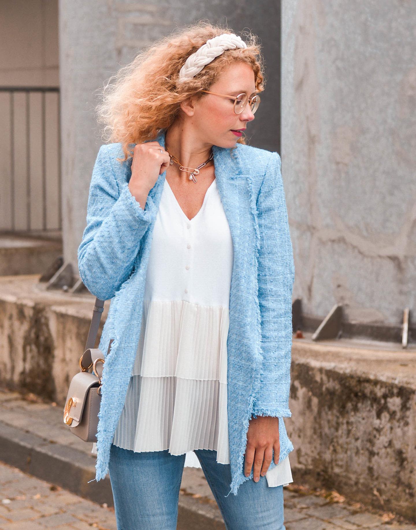 Blazer-Blusen-Kombi in hellblau-weiß