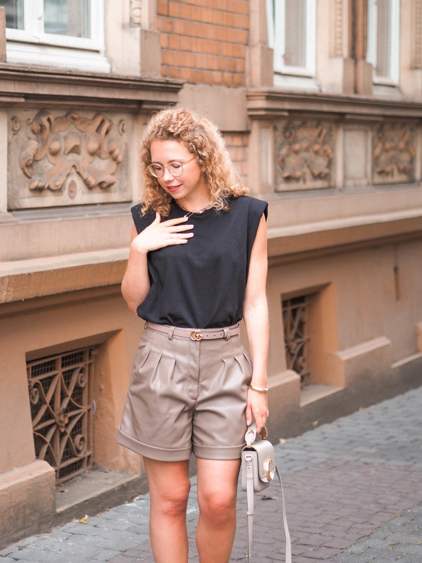 classy sommerlook mit schulterpolster-shirt