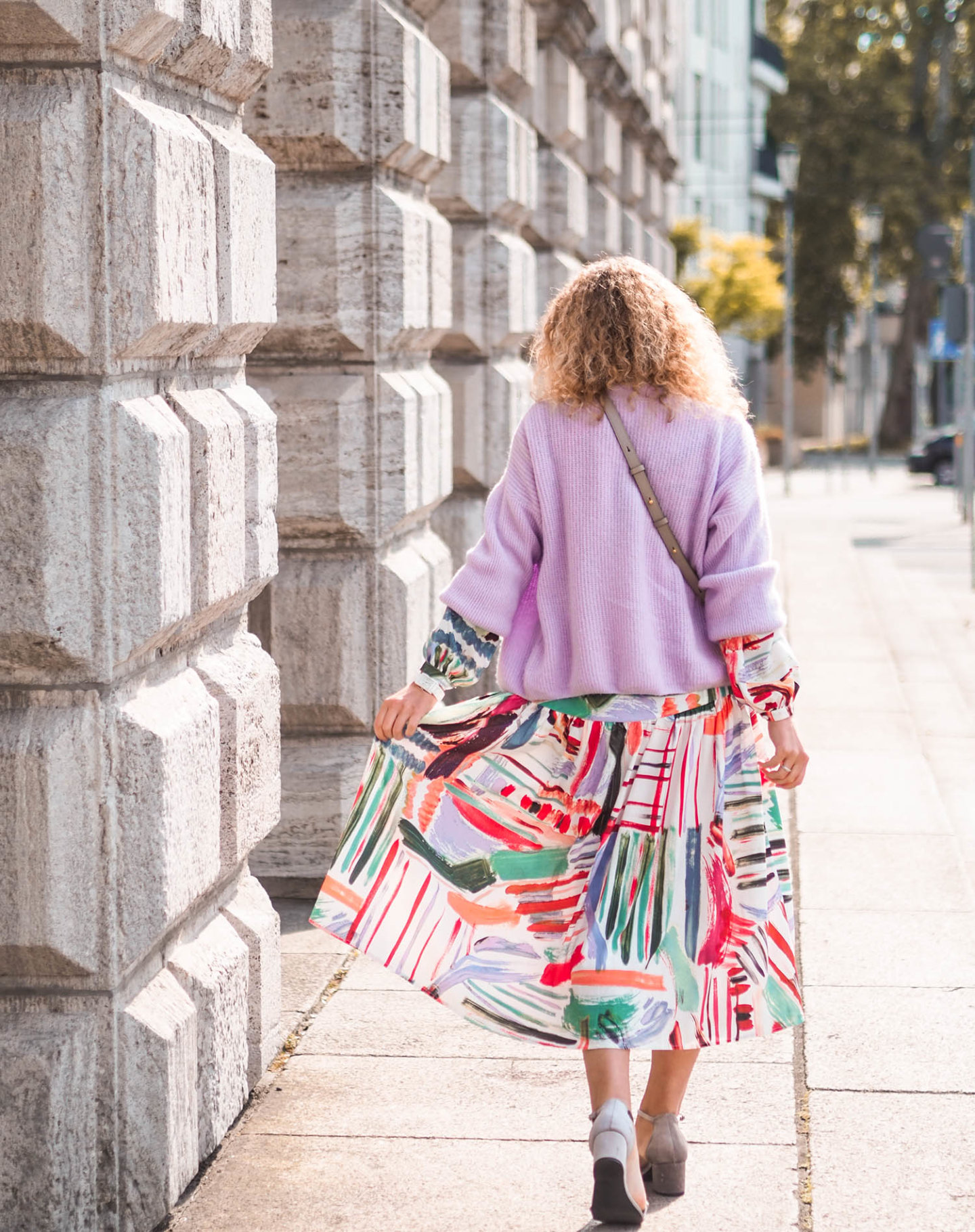 Sommerkleid mit langen Ärmeln und art Print