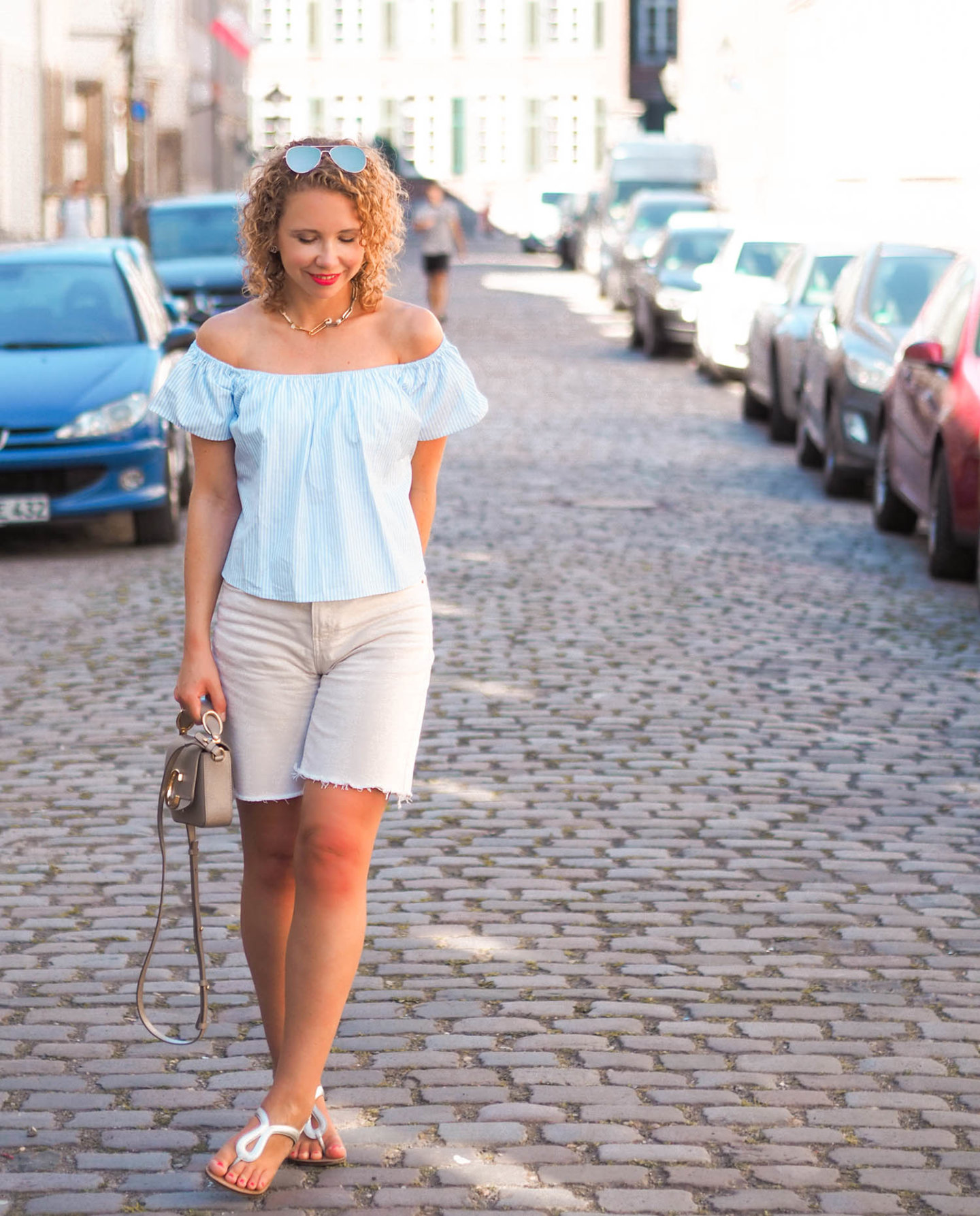 off-shoulder-shirt, shorts und chloé Handtasche