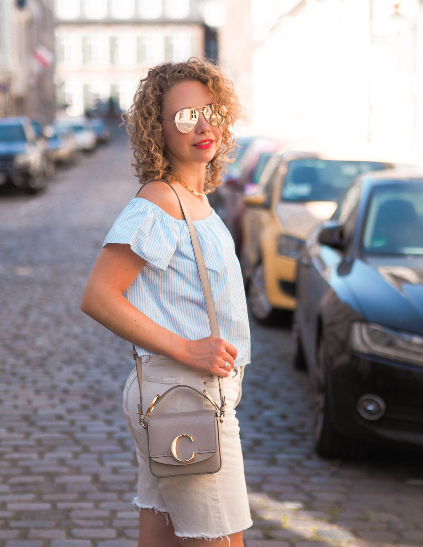 off-shoulder-shirt, Chloé tasche und H&M Jeansshorts