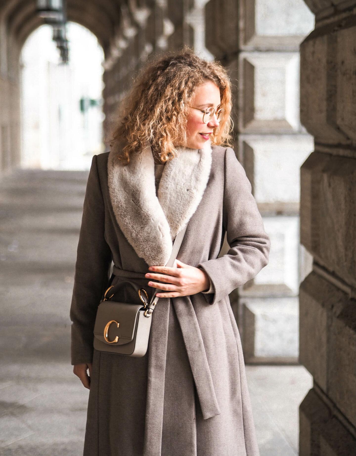 winter outfit in allbeige mit Wollmantel und chloé Handtasche